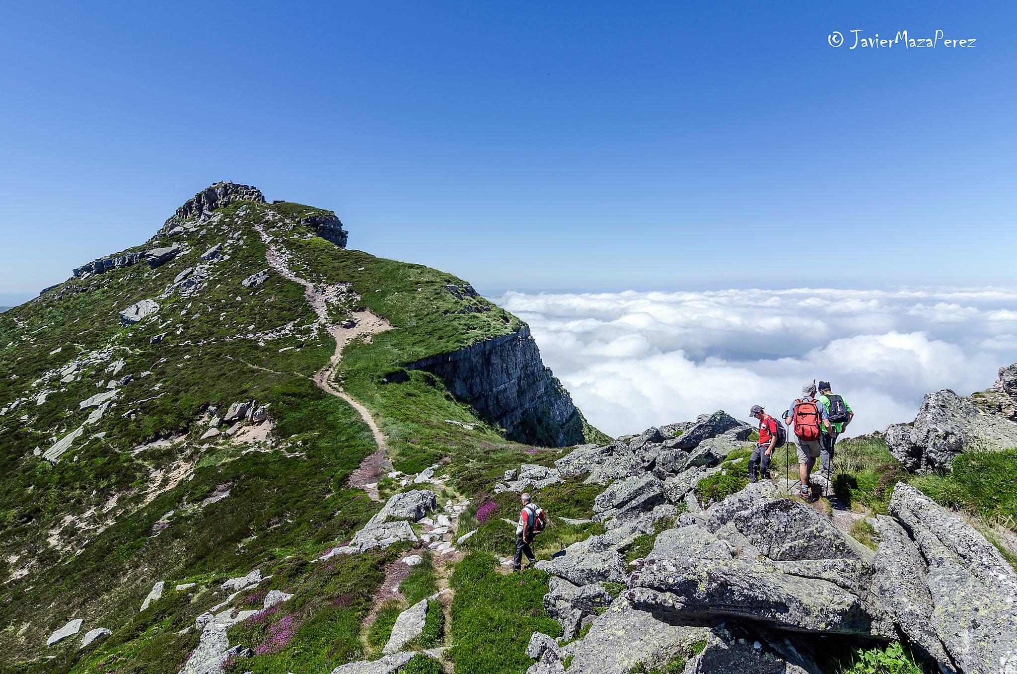 Grupo Montaña : Salida A Castrovalnera 16 De Junio De 2018.